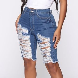 Mellow Out Distressed Bermuda Short